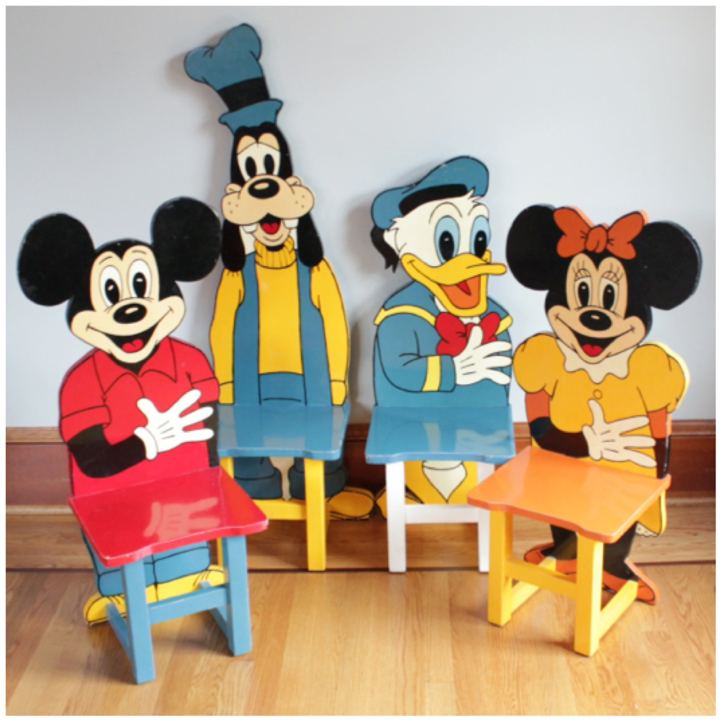 Merveilleux #F3136 Set Of 4 Mickey Mouse Child Chairs